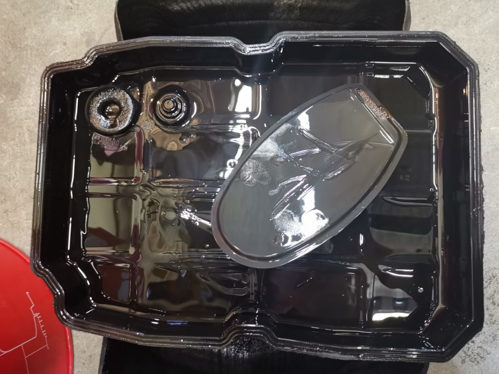 состояние поддона до замены масла в АКПП Jeep Grand Cherokee III 3.0