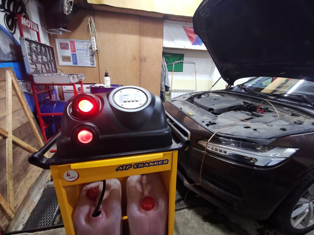 Процесс аппаратной замены масла АКПП Volvo S90 2017